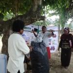 Penimbangan Bank Sampah di Kampung Baru, Sorong, Papua. Niken/Ekuatorial