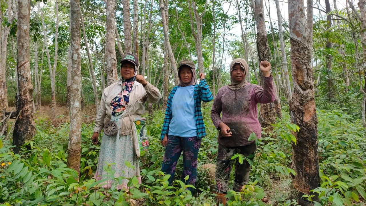 Warga Cawang Gumilir, yang menjadi korban penggusuran PT Musi Hutan Persada (MHP)