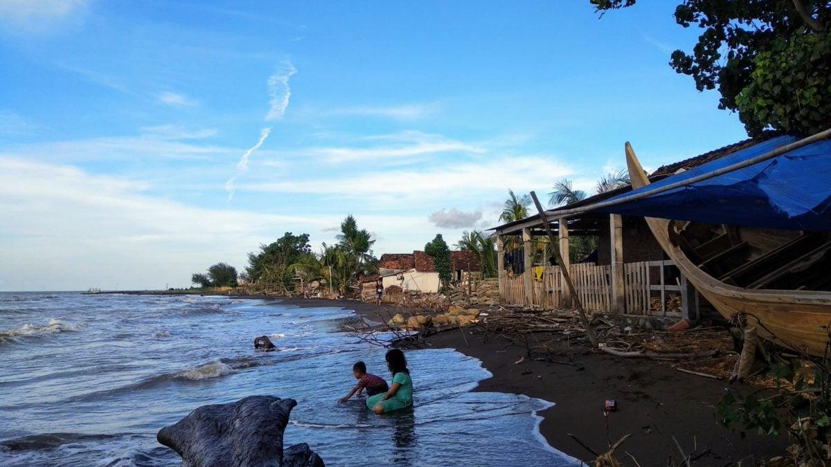 Abrasi di pesisir utara Jepara